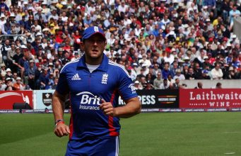 Warwickshire signed Bresnan on two-year contract